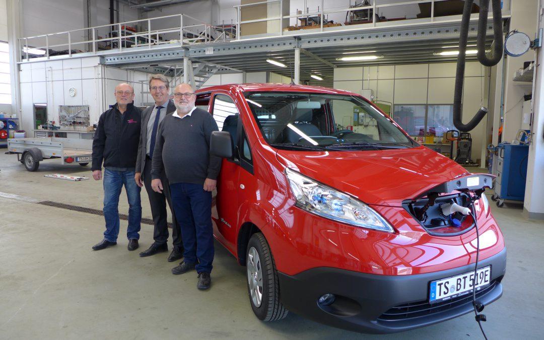 Inbetriebnahme des neuen E-Autos Nissan e-NV 200 durch den Bauhof Traunreut