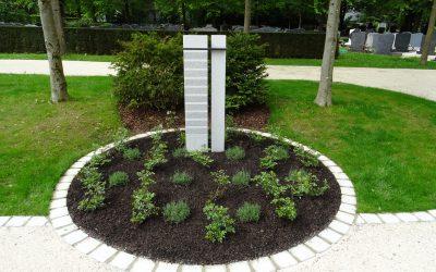 Neue Anlage für Urnengräber, Baumgräber, Gemeinschaftsgräber Stadt Traunreut investierte am Waldfriedhof
